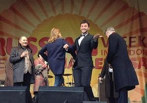 Водянова станцевала на Трафальгарской площади в Лондоне