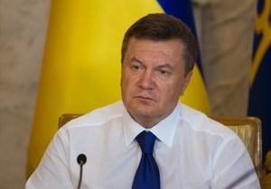 Янукович требует не допустить завышения цен на школьные учебники