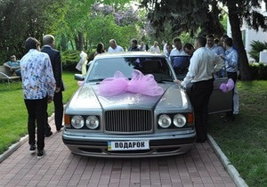 Регионал Ландик подарил своему племяннику на свадьбу Bentley