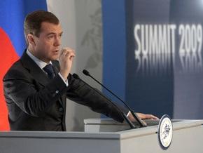 На саммите G-8 Медведеву подарили тестовый экземпляр международной валюты