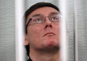 Луценко заявил Ъ, что после выхода из СИЗО не собирается за границу