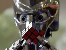 Робота научили собирать кубик Рубика за 35 секунд