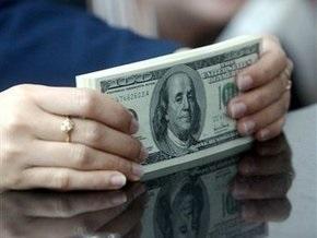 АУБ: За апрель украинцы вывели из депозитов валюты на миллиард долларов