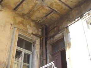 В Одессе обломок здания XIX-го века упал на ребенка