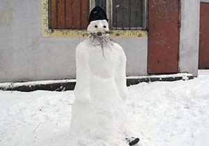 Российский священник слепил снежного батюшку
