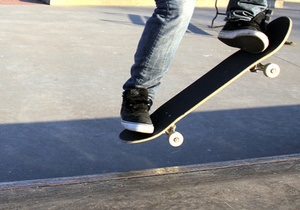 Нейрошлем приспособили для управления скейтбордом