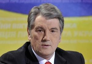 Ющенко недоволен тем, как Азаров вел себя в Москве