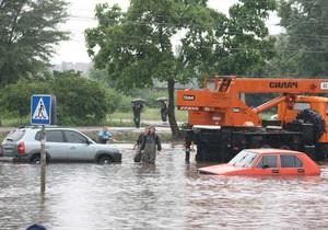 Фотогалерея: Потоп в Черкассах. Двухмесячная норма осадков за одну ночь