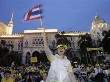 Таиландские полицейские попытались выдворить манифестантов из дворца правительства