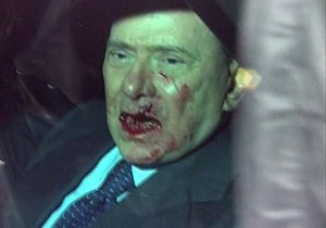 Путин пожелал избитому Берлускони скорейшего выздоровления