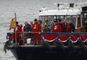 Юбилей царствования королевы отметили парадом по Темзе
