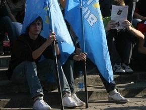 В Чернигове разбили вывеску и сломали флаг Партии регионов