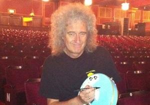 Звезды на продажу: гитара группы Queen ушла с молотка за 24 тыс гривен