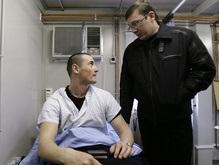 Луценко пожаловался депутатам, что украинских миротворцев плохо лечат
