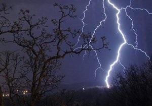 непогода в Украине -  В Хмельницкой области молния убила 14-летнюю девушку