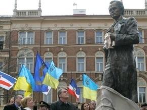 Ющенко открыл памятник Шевченко в Праге