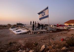 Израильские поселенцы подожгли мечеть на западном берегу Иордана
