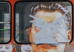 От Януковича требуют запретить портреты Сталина на транспорте