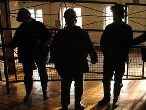 Поиск трех горняков на шахте Новодзержинская приостановлен