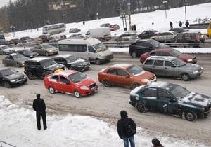 СМИ: Из-за снегопада киевские таксисты отказываются принимать заказы