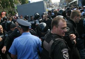 Автозак с Тимошенко прибыл во двор Печерского райсуда
