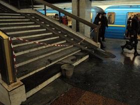 Сильный дождь затопил станцию метро Позняки в Киеве