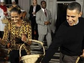 Мишель Обама на Хэллоуин была в костюме Женщины-Кошки