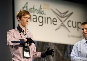Украина победила в конкурсе инноваций Microsoft, представив перчатку-переводчик
