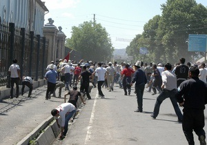 Жертвами беспорядков на юге Кыргызстана стали два человека