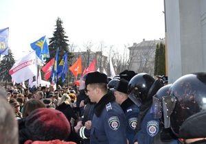 новости Черкасс - протесты - запрет мирных собраний - Горсовет Черкасс отменил решение о запрете мирных собраний после штурма заседания протестующими