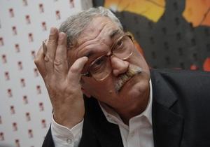 Шкляр считает, что Ступка поступил позорно, когда решился принять звание Героя Украины