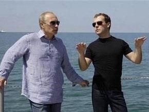 Рейтинги Медведева и Путина продолжают расти. Премьер все еще популярнее президента
