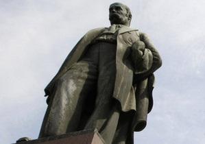 Акция оппозиции завершилась возложением цветов к памятникам Грушевскому и Шевченко