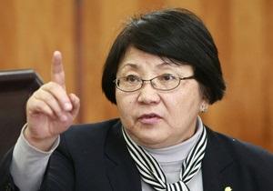 Отунбаева поговорила с Клинтон: Кыргызстан верен прежним соглашениям с США