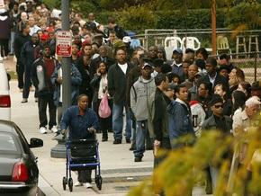Число заявок на пособие по безработице в США достигло максимума с 2001