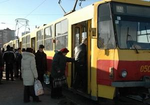В центре Одессы из-за припаркованного Mercedes образовалась пробка из 13-ти трамваев