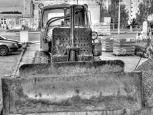 В России установили памятник бульдозеру