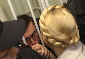 Тимошенко пришла в суд поддержать Луценко