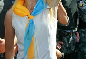 В Киеве, Крыму и Луцке воздали почести Государственному флагу Украины