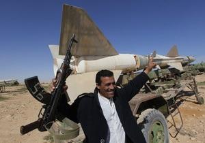 СМИ: Ливийские повстанцы сбили военный самолет