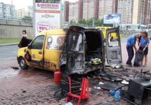 Работа автокофеен - Возле столичной станции метро взорвалась автокофейня