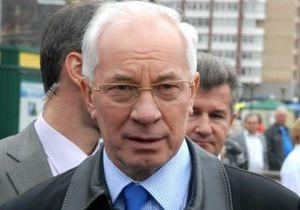 Азаров отбыл в Харьков, где встретится с Коморовским