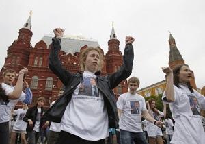 Флэшмоб в Москве: полсотни людей станцевали под American boy