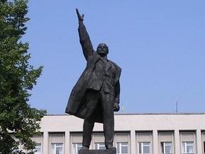 В Конотопе вандалы осквернили памятник Ленину