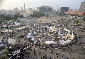 В Каире на площади Тахрир сотрудник университета пытался сжечь себя