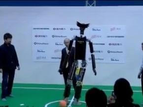 Японцы создали двухметрового андроида