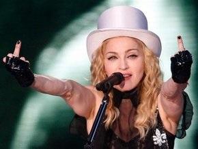 Плакат Мадонны в образе Девы Марии над Вислой шокирует польских католиков