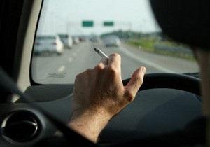 В Украине предлагают запретить курение в автомобилях с детьми