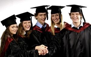 Выпускники объединяются в сообщества благодаря мантиям и фотокнигам