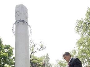 Ющенко открыл в Будапеште памятный знак жертвам Голодомора
